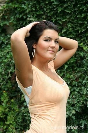 Marcela Giliánová, předsedkyně představenstva společnosti Extra Multi Colore, která na internetu prezentuje jako modelka Marcy.G hlavně své tělesné míry