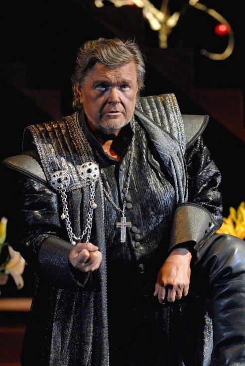Jan Adamec jako Othelo v Othelovi.