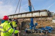 Rozebírání mostu na Hlavním nádraží v Plzni
