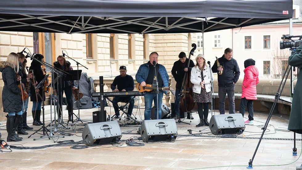 Do programu Plzeňáci Plzeňákům, který na neděli 25. dubna připravil centrální plzeňský obvod s Divadlem J. K. Tyla, vystoupí i Jaroslav Samson Lenk.