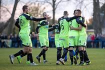 Fotbalisté Viktorie Plzeň oslavují jeden ze čtyř gólů do branky Chlumce nad Cidlinou v utkání osmifinále MOL Cupu.