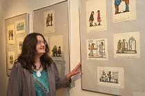 Kresby s vtipnými texty jsou k vidění v plzeňské Galerii Jiřího Trnky. Začala tu totiž výstava klasika českého kresleného humoru, karikatury a ilustrace Jiřího Wintera Neprakty. Na vernisáž dorazila i umělcova manželka Daniela Pavlatová (na snímku)
