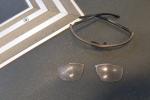 Jednomu z cestujících poškodil cyklistickou helmu a brýle.