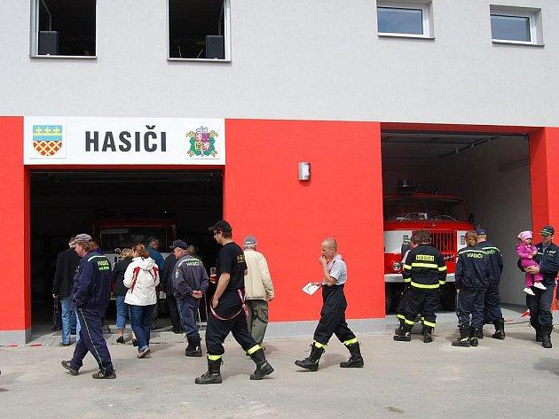 Slavnostní otevření nové hasičárny v Heřmanově Huti.
