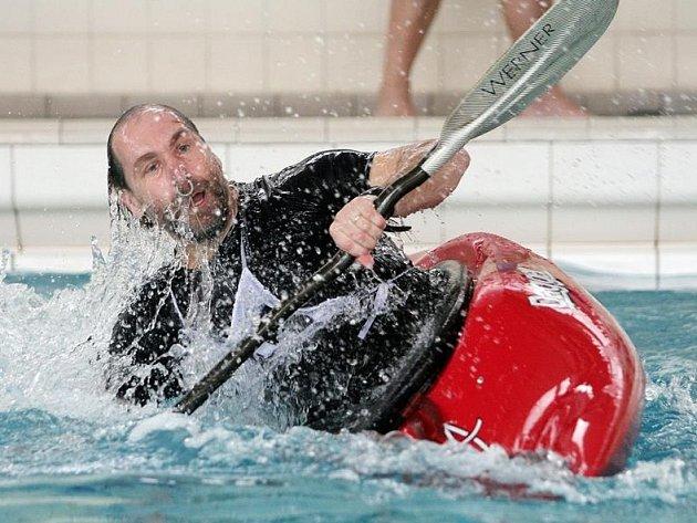 Eskymování na bazénu SK Radbuza v Plzni.