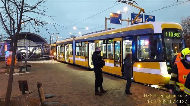 Tramvaj srazila na zastávce v Sirkové ulici v Plzni chodce.