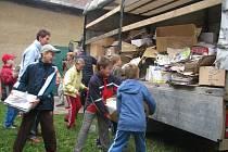 Vyhodit štos papíru nebo krabici byla sice občas trochu dřina, ale děti se bavily