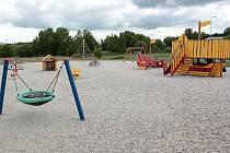 Také v podzimním období se pracovníci obvodního úřadu a také odborné firmy zaměřují na pravidelné prohlídky dětských herních prvků