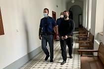 Obžalovaný Petr Libenský z Mariánských Lázní u Krajského soudu v Plzni.