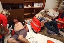 Šest bulharských zaměstnanců se stalo v sobotu na ubytovně ve Velké Hleďsebi obětí útoku. Vyšli z něj s otřesem mozku i vyraženými zuby