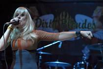 Bitch Queens a Dirty Blondes navštívili v rámci svého turné Divadlo pod lampou.