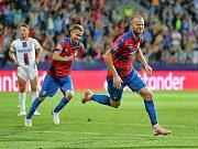 Michael Krmenčík oslvauje jeden ze dvou gólů do branky CSKA Moskva.