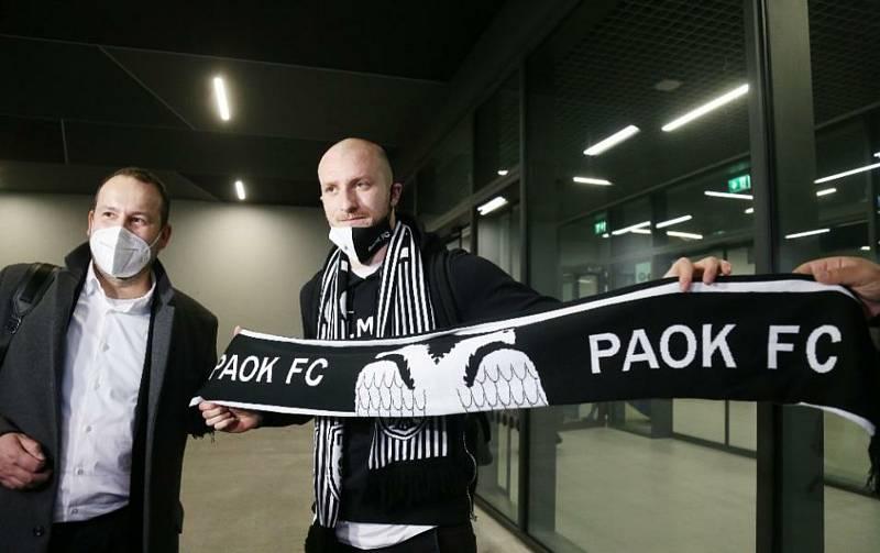 Na jaře hostoval Michael Krmenčík v řeckém PAOK Soluň, s nímž se rozloučil ziskem národního poháru.
