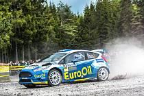 Václav Pech s Petrem Uhlem z plzeňského EuroOIl invelt teamu odstartují do Rallye Hustopeče s vozem Ford Fiesta R5 (na snímku). Foto: archiv EuroOIl invelt teamu
