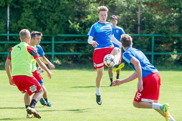 Úvodní trénink  pod vedením staronového trenéra Jiřího Kohouta absolvoval na hřišti v Ledcích juniorský celek FC Viktorie Plzeň.