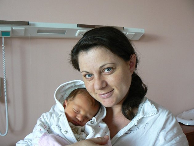vTříletá Lucinka z Plzně je moc ráda, protože se rodičům Lucii Svobodové a Tomáši Rédlovi narodil 10. dubna ve 12:50 hod. chlapeček – její bráška Tomáš (3,554 kg, 49 cm)