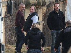 Gérard Depardieu natáčel v úterý odpoledne v klášteře v Chotěšově. Setkat se s hercem tváří v tvář a získat od něj autogram, se nikomu ale nepodařilo
