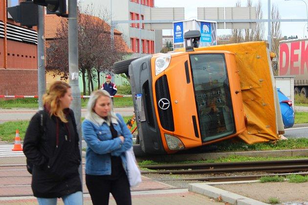 Úterní nehoda se stala ve 13.30 hodin v křižovatce u OC Plaza a Nového divadla.