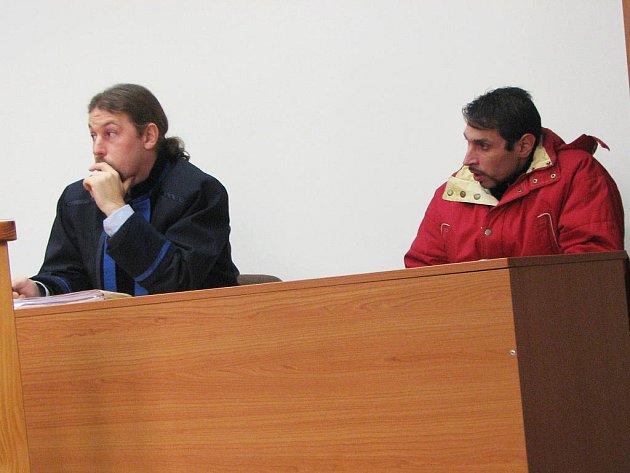 Antonín Puškár si vyslechl rozsudek od senátu Krajského soudu v Plzni. Představa sedmi let strávených v nápravném zařízení jej rozplakala a na místě si podal odvolání.