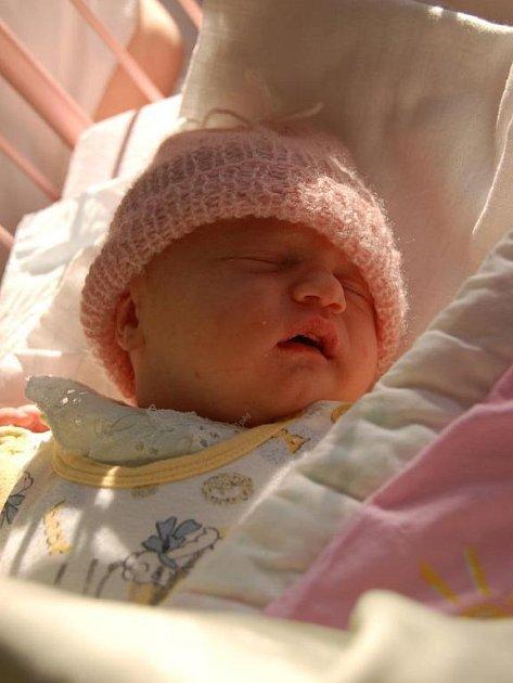 Jana Bělohlavá z Přeštic se narodila jako první letošní dítě v kraji v klatovské porodnici 1. ledna 2009 v 00,34 hodin. Tatínek Milan byl u porodu.  Na maminku Jindřišku a malou Janičku doma čeká  čtyřletý  Adámek