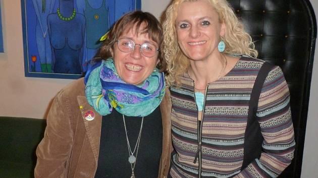 Janeta Benešová (vpravo) s herečkou a členkou jedné z porot Čtvrtlístku Bárou Hrzánovou