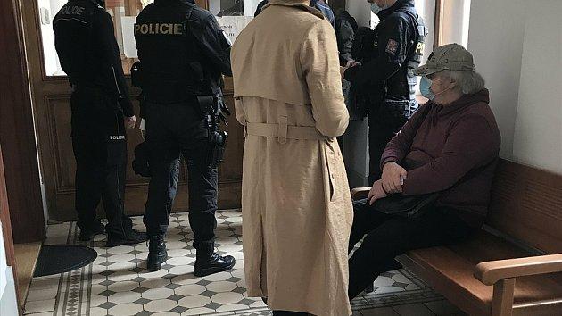 Senior schvaloval smrt českých vojáků v Afganistánu. Hrozí mu patnáct let