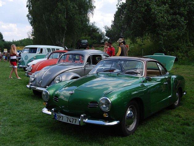 Chloubou srazu byl zelený karmann (vpředu). Je jediný v České republice, který byl vyroben v roce 1956