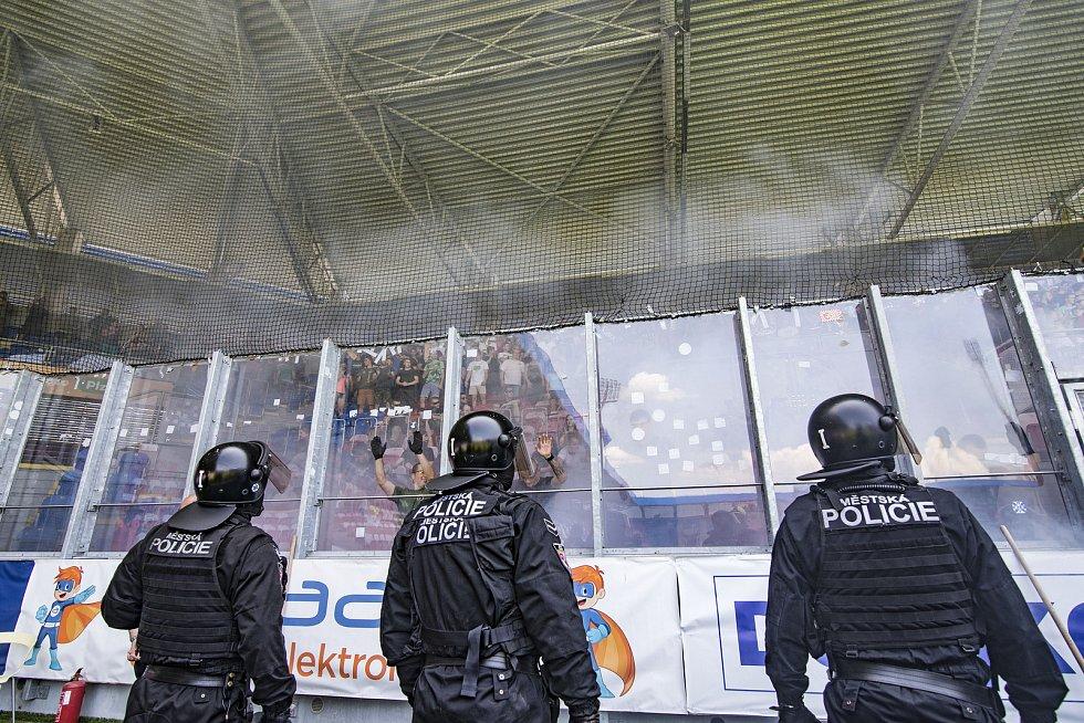 Výcvik pořádkových a zásahových jednotek policie České republiky.
