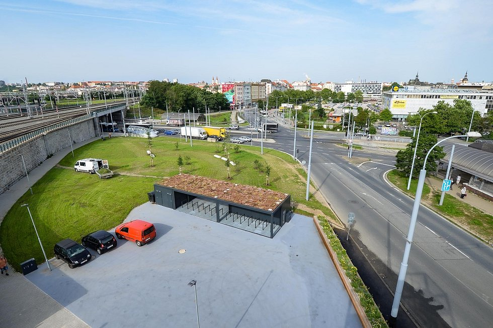 Plzeň má novou vstupní bránu u nádraží.