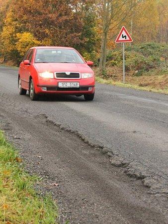 Silnice vedoucí na Druztovou je ve špatném stavu