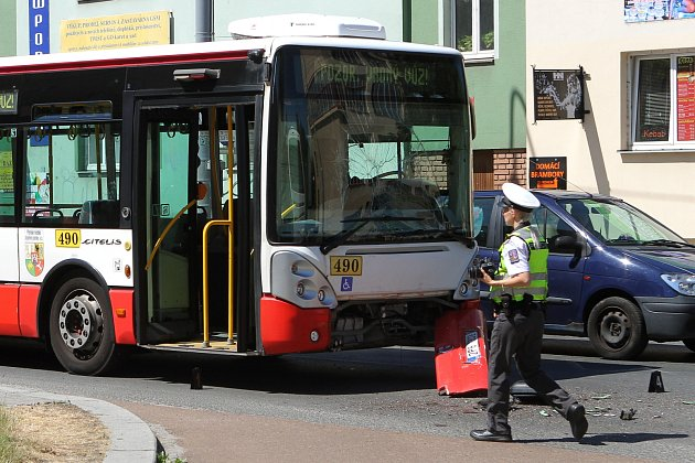 Nehoda dvou autobusů na Doubravce