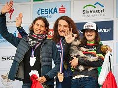Jana Žídeková z týmu Cyklotrenink.com (uprostřed) vyhrála při Plzeňské 50 MTB závod žen +40 let před Natašou Hnátkovou (vlevo) a Helenou Kristkovou.