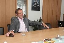 Zdeněk Kuťák ve své kanceláři