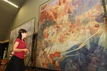 Rozměrné kopie čtyř děl slavné Slovanské epopeje malíře Alfonse Muchy mohou ode dneška vidět návštěvníci plzeňského pivovaru