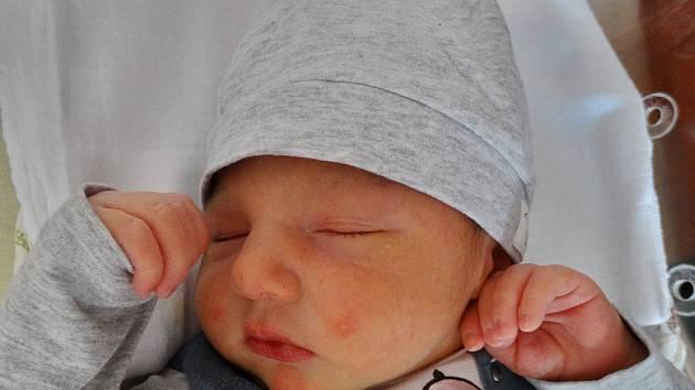 Matteo Tulia se narodil 30. dubna v 15:47 mamince Lucii a tatínkovi Mariovi ze Zbůchu. Po příchodu na svět v plzeňské FN vážil bráška Marca 3150 gramů a měřil 48 centimetrů