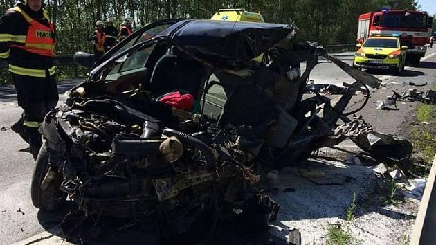 Při nehodě přišla o život jedna žena.