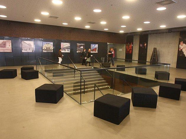 Interiéry Nového divadla - vstupní foyer