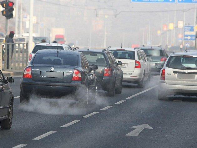 Smogový opar se nad Plzní vznáší každé ráno, nejvíce ovzduší znečišťují auta. Omezení se však vydávat nebude
