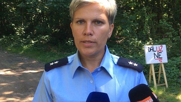 Policie ohledává místo vraždy v Plzni na Roudné
