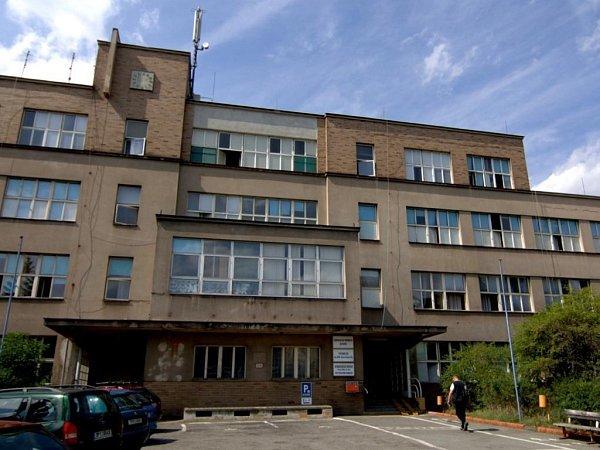 Ikdyž nemocnice prodala budovu vroce 2013, přeměna  na domov pro seniory se zatím nekoná.