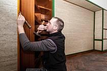 Nové tapety v ložnici od slavného architekta Adolfa Loose