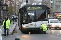 Trolejbus srazil na Americké třídě devítiletou holčičku