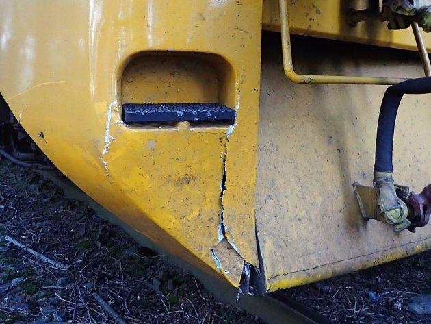 Vlak poškozený po srážce s koněm