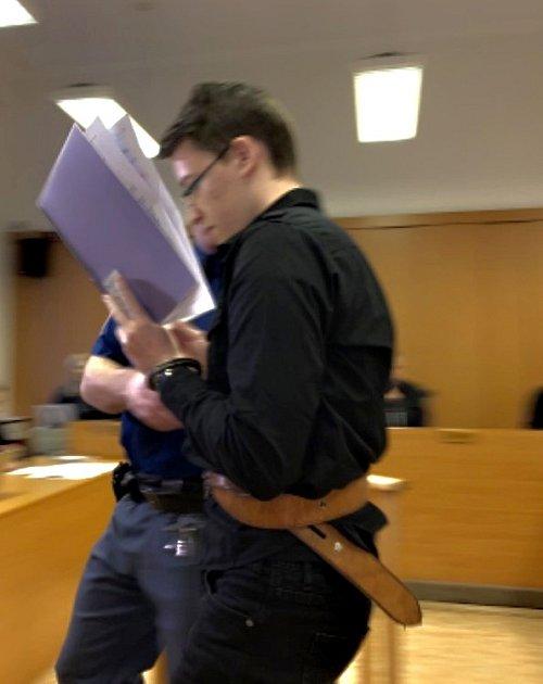 Obžalovaný Daniel M. uKrajského soudu vPlzni.