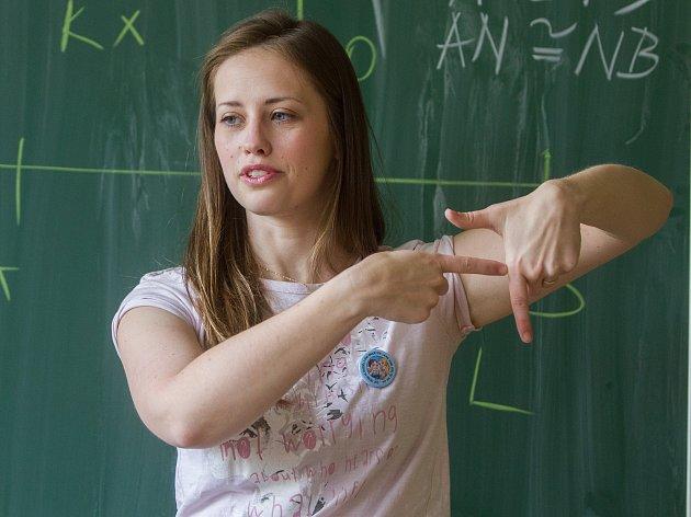 Žáci na 4. základní škole se seznamují se znakovým jazykem