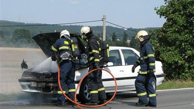 Požár osobního automobilu nedaleko plzeňských Křimic