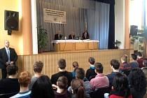 Prezident Miloš Zeman během besedy se studenty v Klatovech