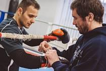 Plzeňský boxer Štěpán Horváth (vlevo) se svým trenérem Filipem Miňovským