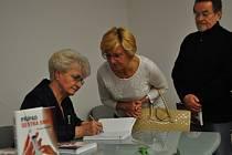 Milada Emmerová v Plzni pokřtila svou knihu