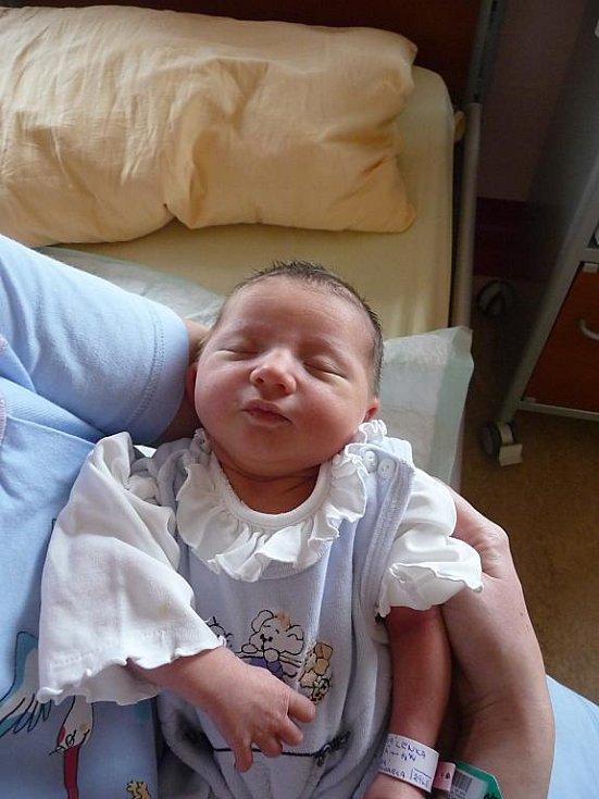 Lenka (3,42 kg, 49 cm) přišla na svět 21. listopadu ve 14:44 ve FN v Plzni. Z jejího narození se radují rodiče Michaela a Karel Samcovi ze Vstiše. Doma na sestřičku čeká šestiletá Šárka